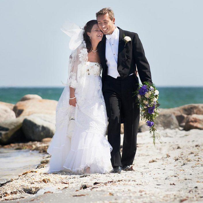 Bryllupsfoto taget på stranden
