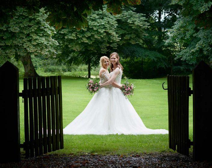 Kvindeligt brudepar