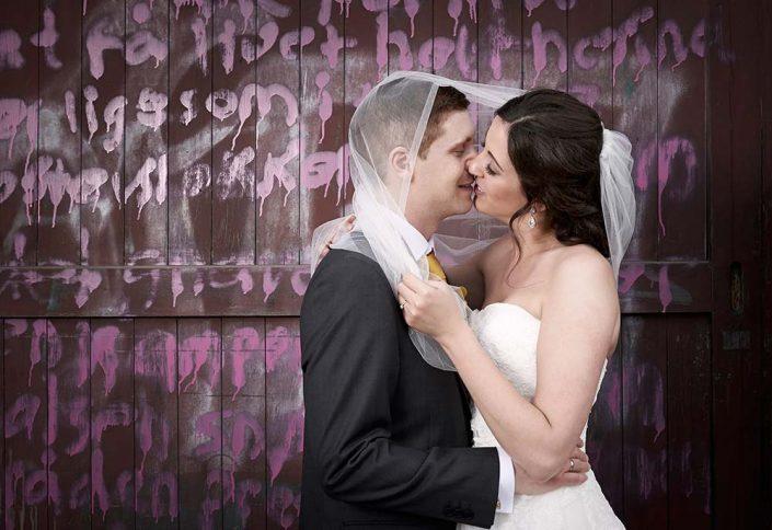 Kyssende brudepar