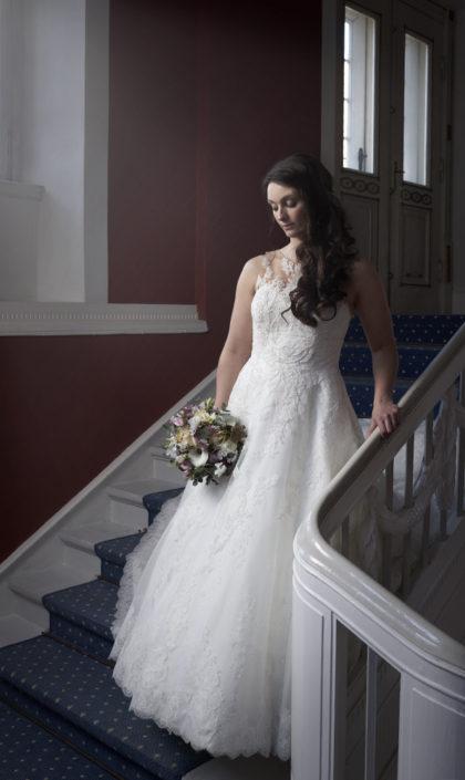 Bryllupsfotografi brud på trappe
