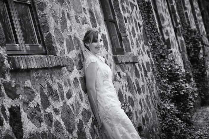 Bryllupsfotografi brud ved herregaard