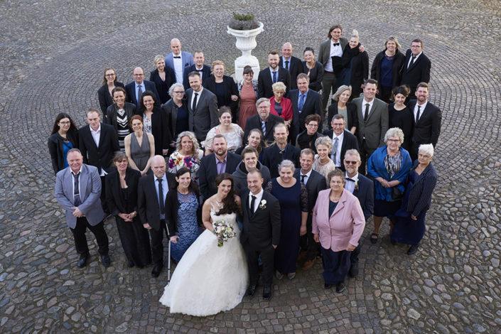Bryllupsfotografi gruppefoto med gæster