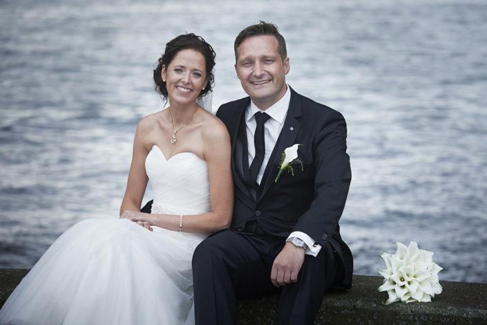 Bryllupsfotografi brudepar ved havnen